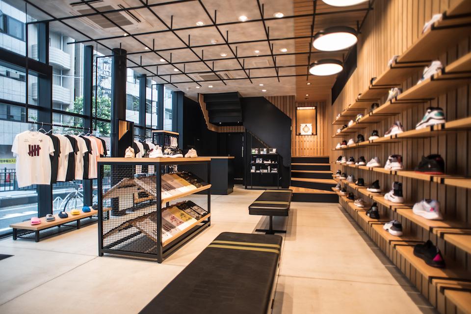 『アンディフィーテッド』国内最大級の旗艦店がオープン