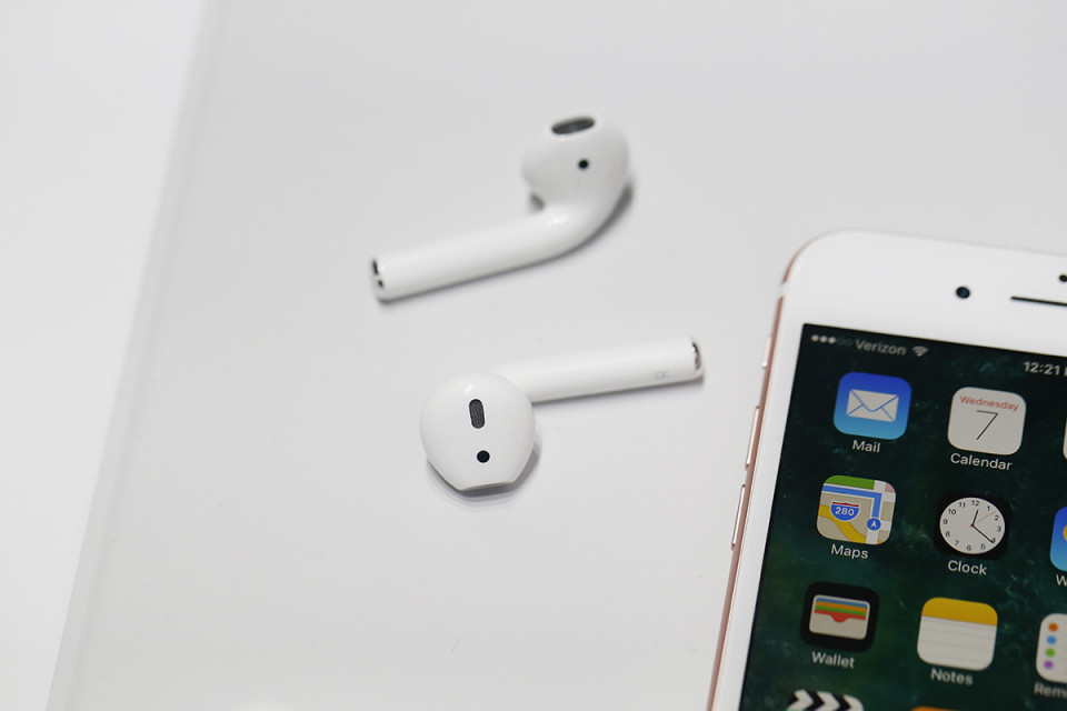 アップルが来年、高性能の新型Airpodsを発売?