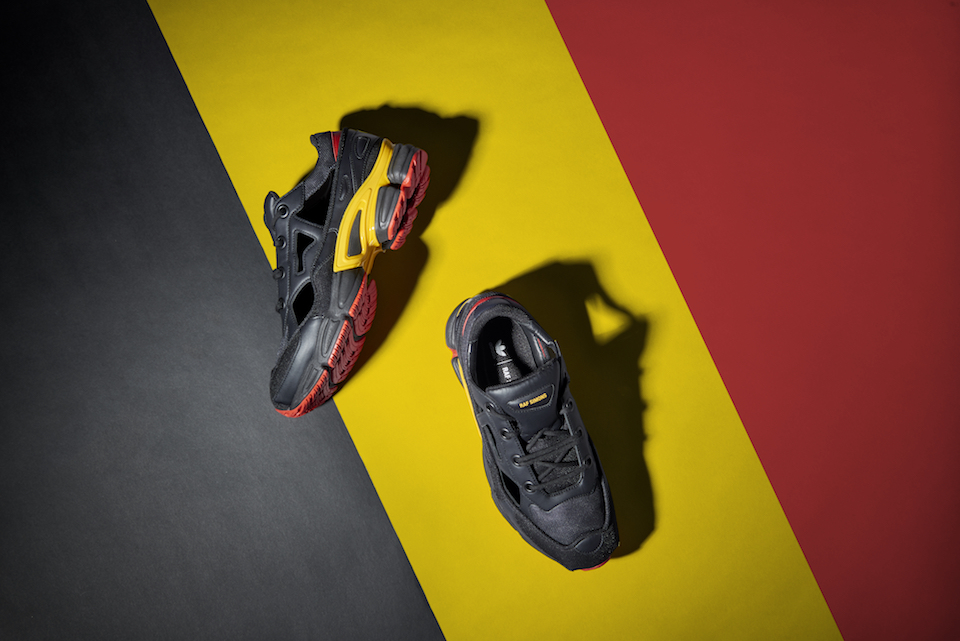 ベルギーの建国記念日を祝福したアディダス バイ ラフ・シモンズの限定カラー