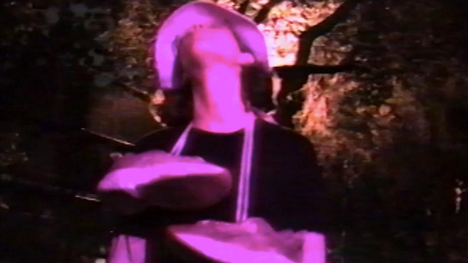 Acne Studiosが90年代MTV風のスニーカーキャンペーン動画を公開