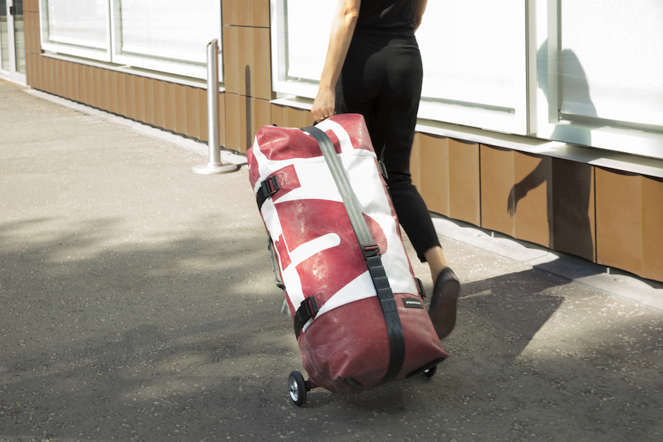FREITAGの新作スーツケースは<br>空気を注入して使用?