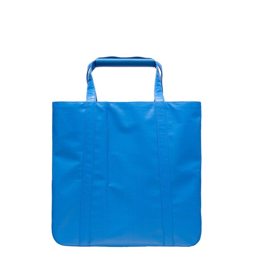 素材はブルーシート<br>CHACOLIの遊び心溢れる限定バッグ