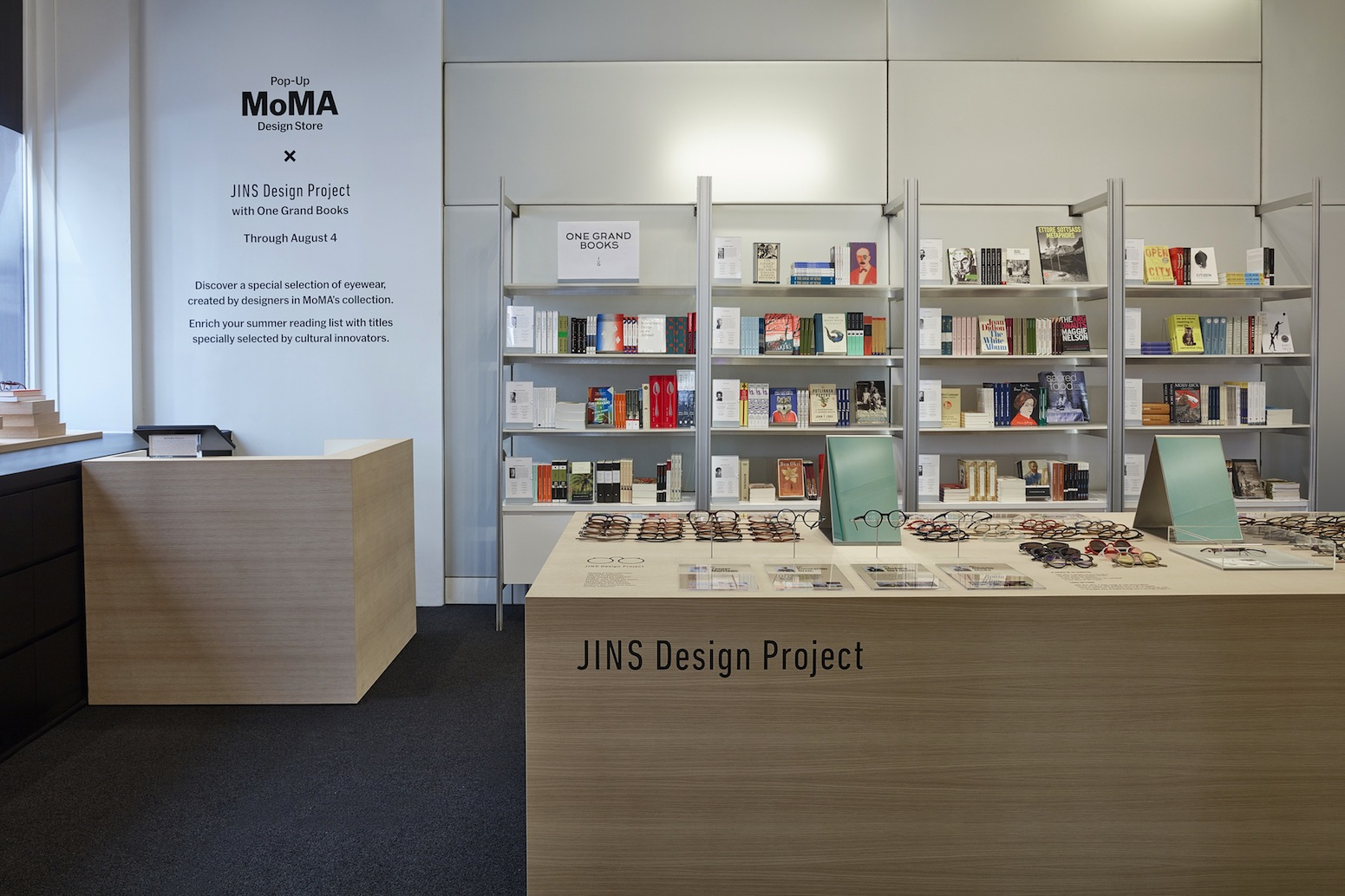JINSがニューヨーク初進出<br>MoMA公式ショップに期間限定店
