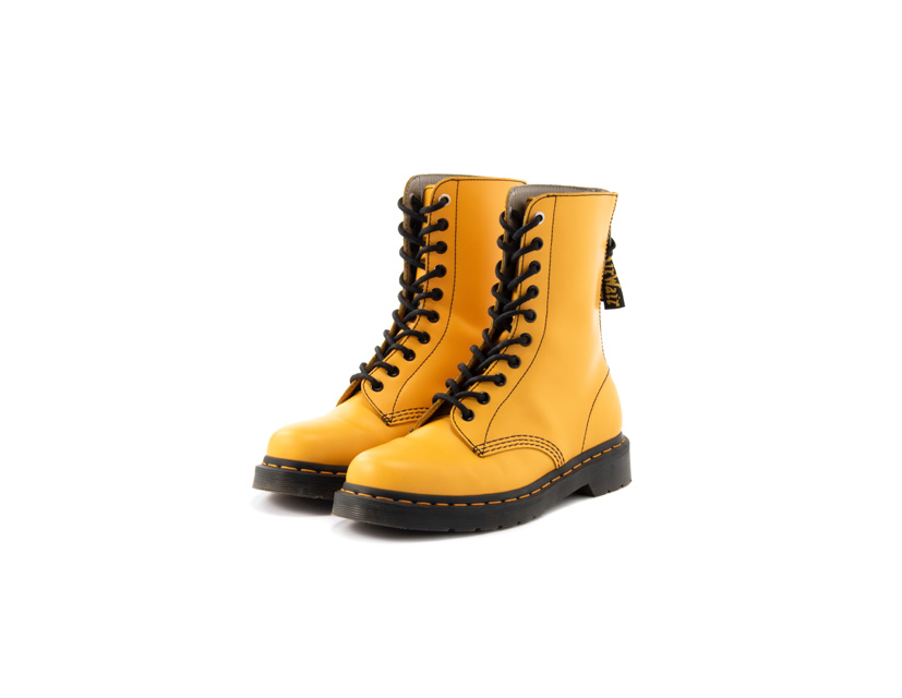 Y's × Dr. Martensコラボレーション<br>定番モデルのブーツに「イエロー」