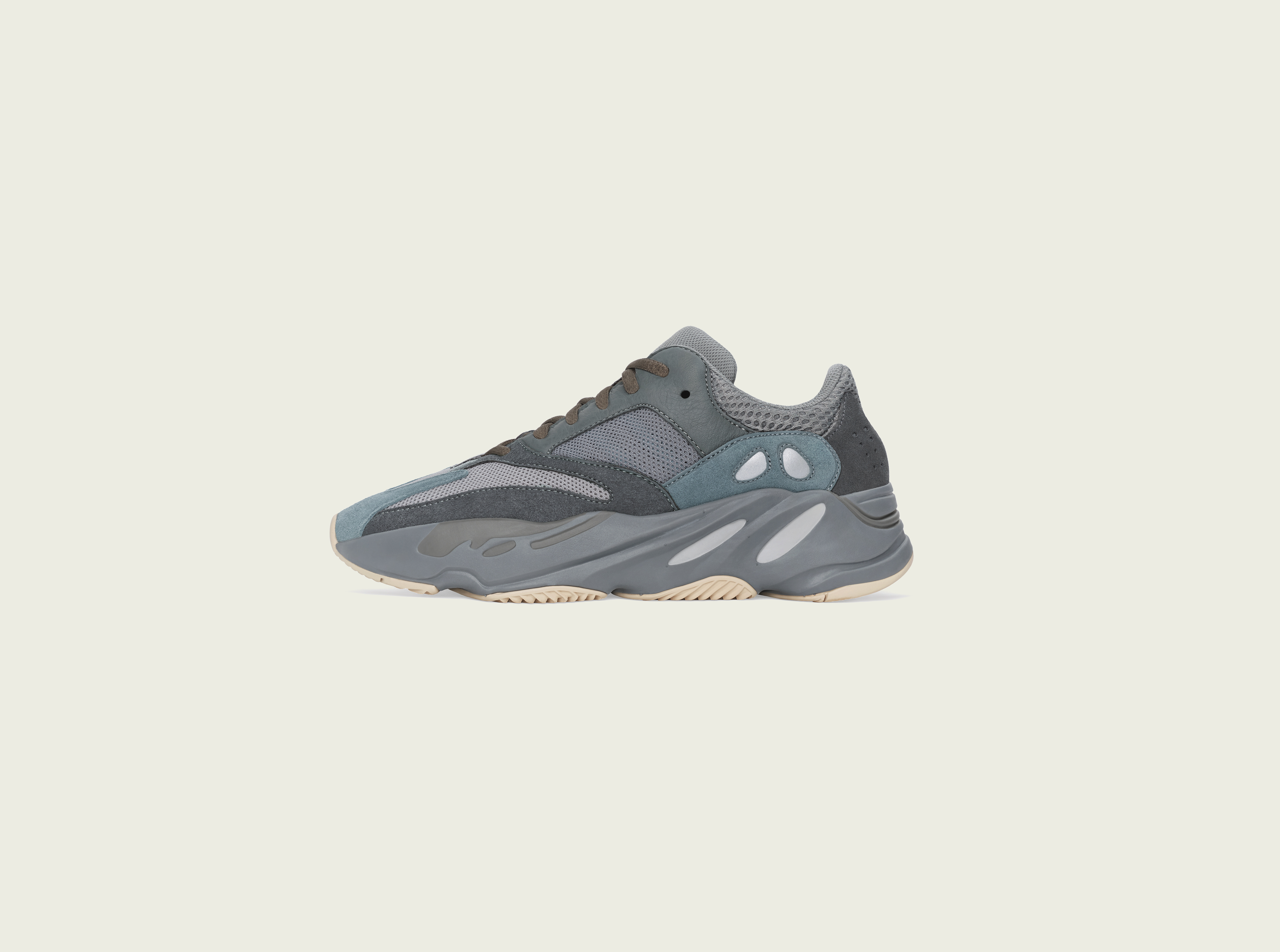 adidas×カニエ・ウエストのYEEZY BOOST 700に新色
