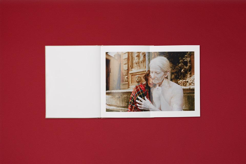 GUCCI限定版アートブック ヨルゴス・ランティモス撮影「Oviparity」を出版