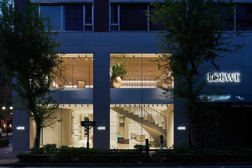 銀座に「CASA LOEWE Tokyo」 アートコレクション展示、限定商品も