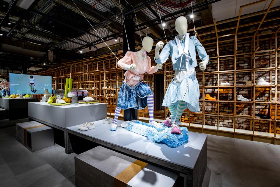 パリ発のフットウェア「both」、世界初の旗艦店オープン