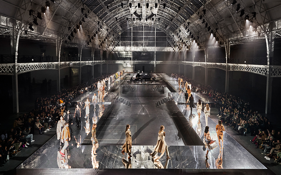BURBERRY、2020年秋冬コレクションを英ロンドンで発表