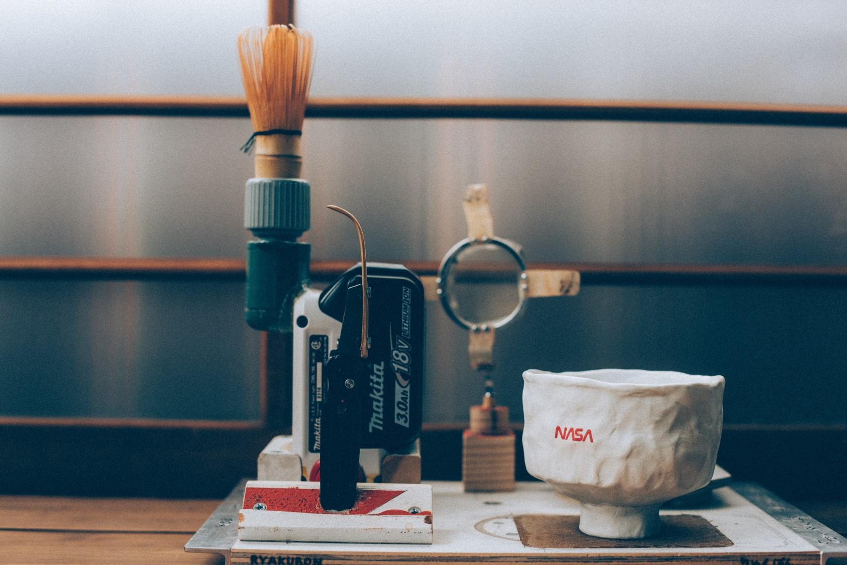 トム・サックスの作品で点茶も TRUNK(HOTEL)で日本茶と串焼きのイベント