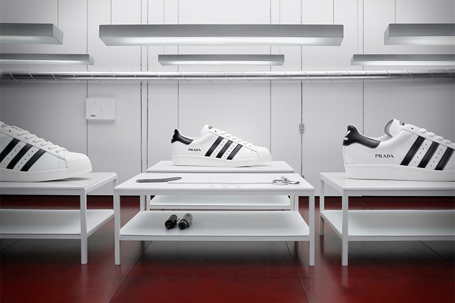 PRADA × adidas、スポーツとラグジュアリー融合した新作「Prada Superstar」発売