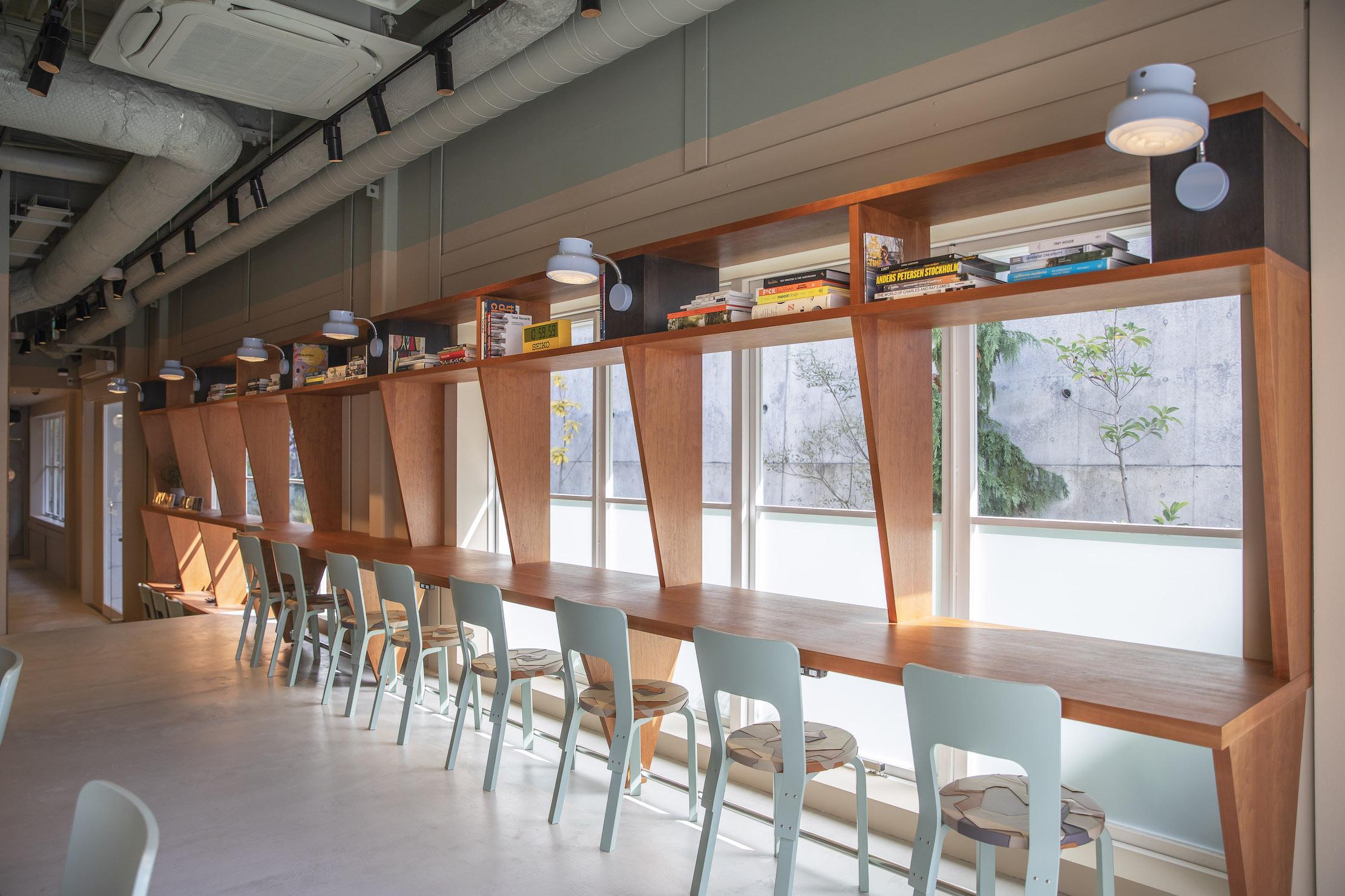スニーカーセレクトショップSNSがカフェをオープン