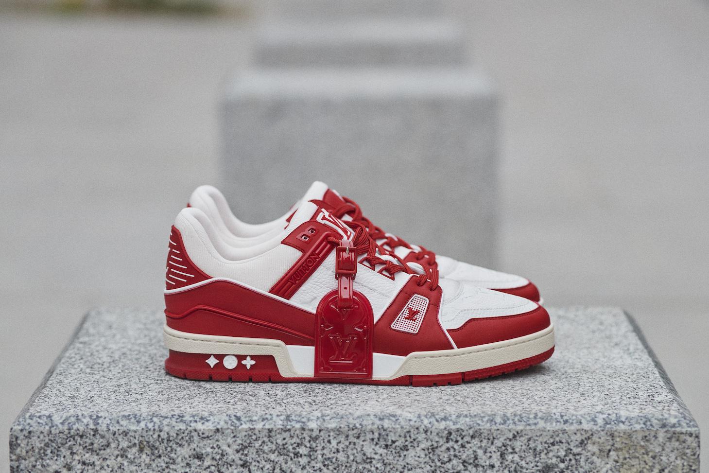 Louis Vuittonアイコンシューズの限定カラー発売「RED」エイズ啓発で