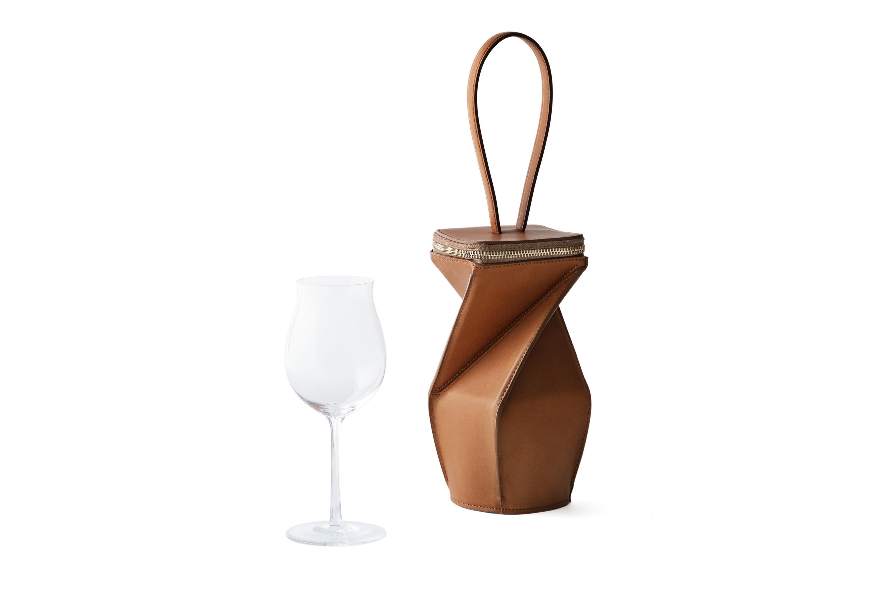 レザーメーカーとガラスブランドら老舗コラボ「ワイングラス持ち運ぶ」新作発売