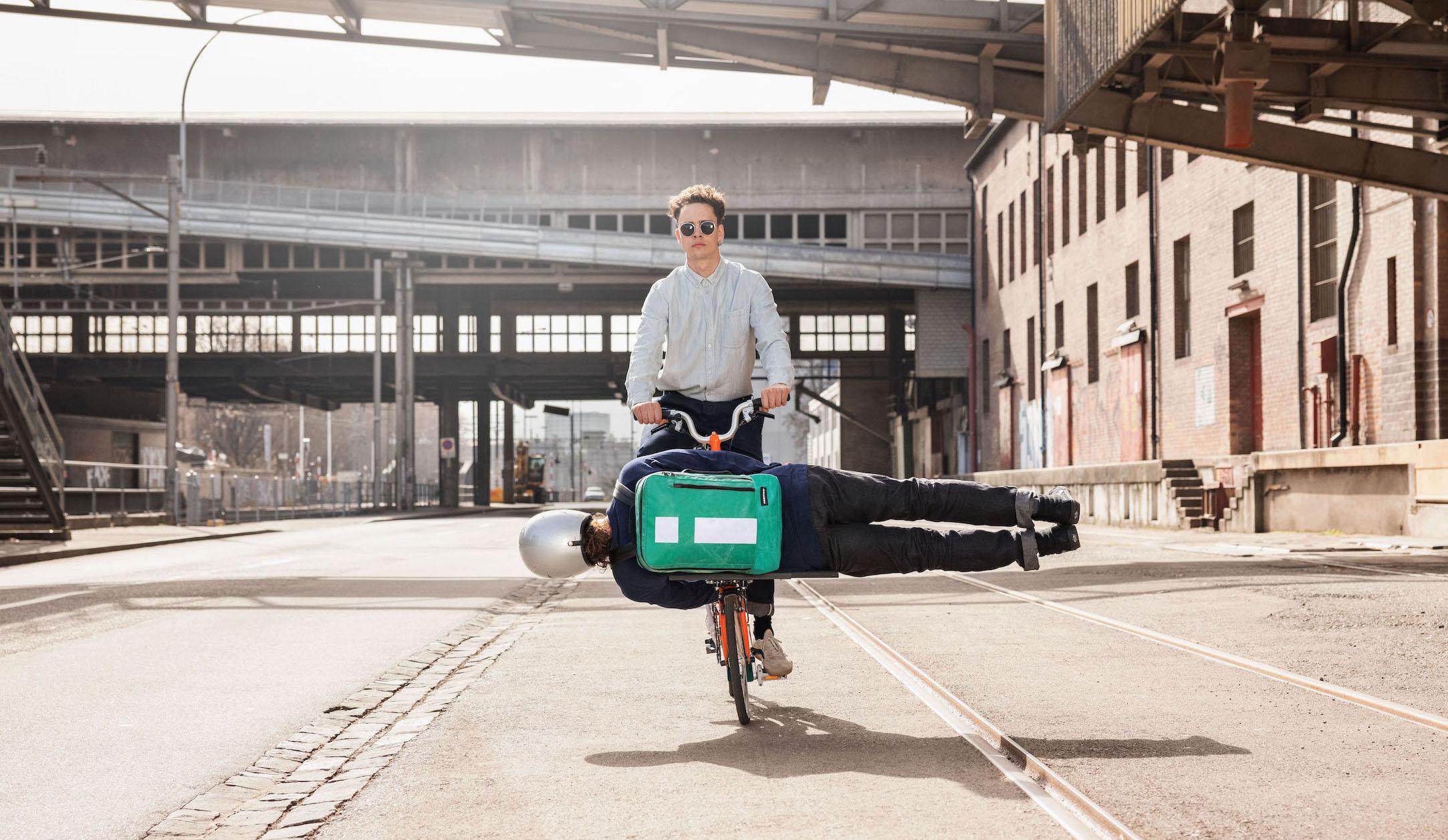 FREITAG×Brompton 自転車にドッキングする新作バックパック発売