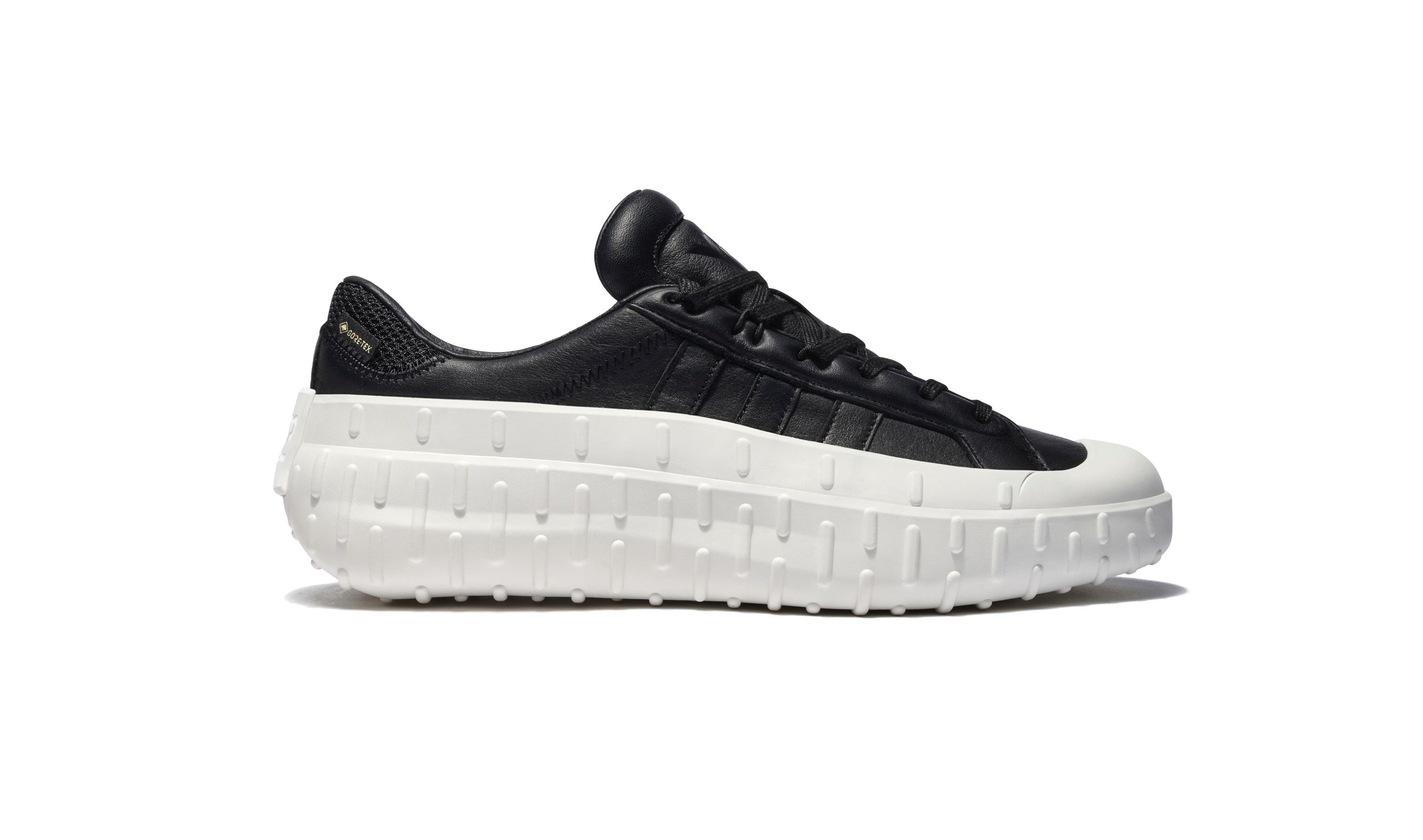 Y-3  GORE-TEX用いた新作シューズ発売