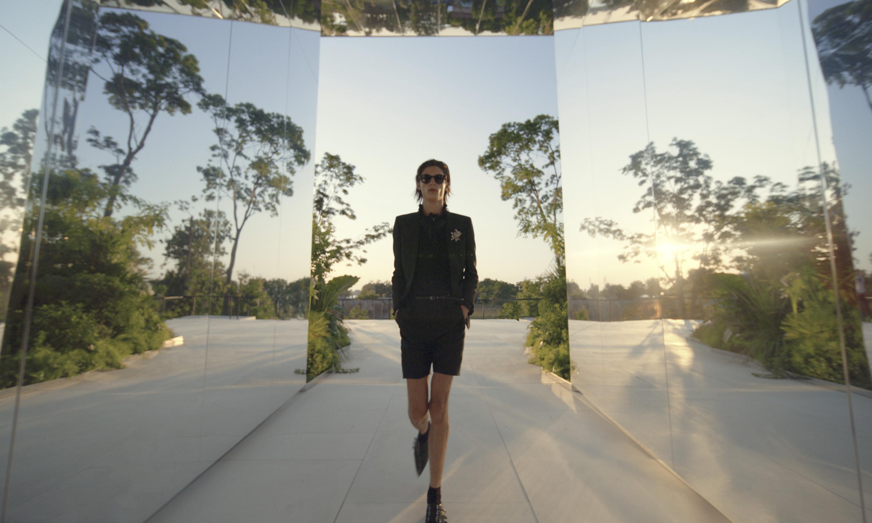 SAINT LAURENT、体験型アートワーク「グリーン・レンズ」が映し出す未来