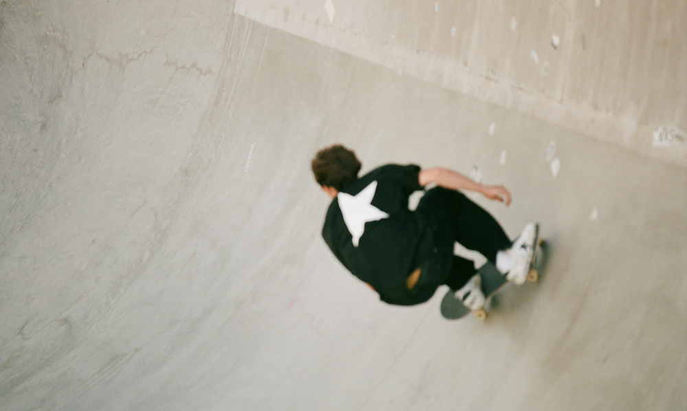 GOLDEN GOOSE、スケートボード米代表コリー・ジュノーとパートナーシップ締結