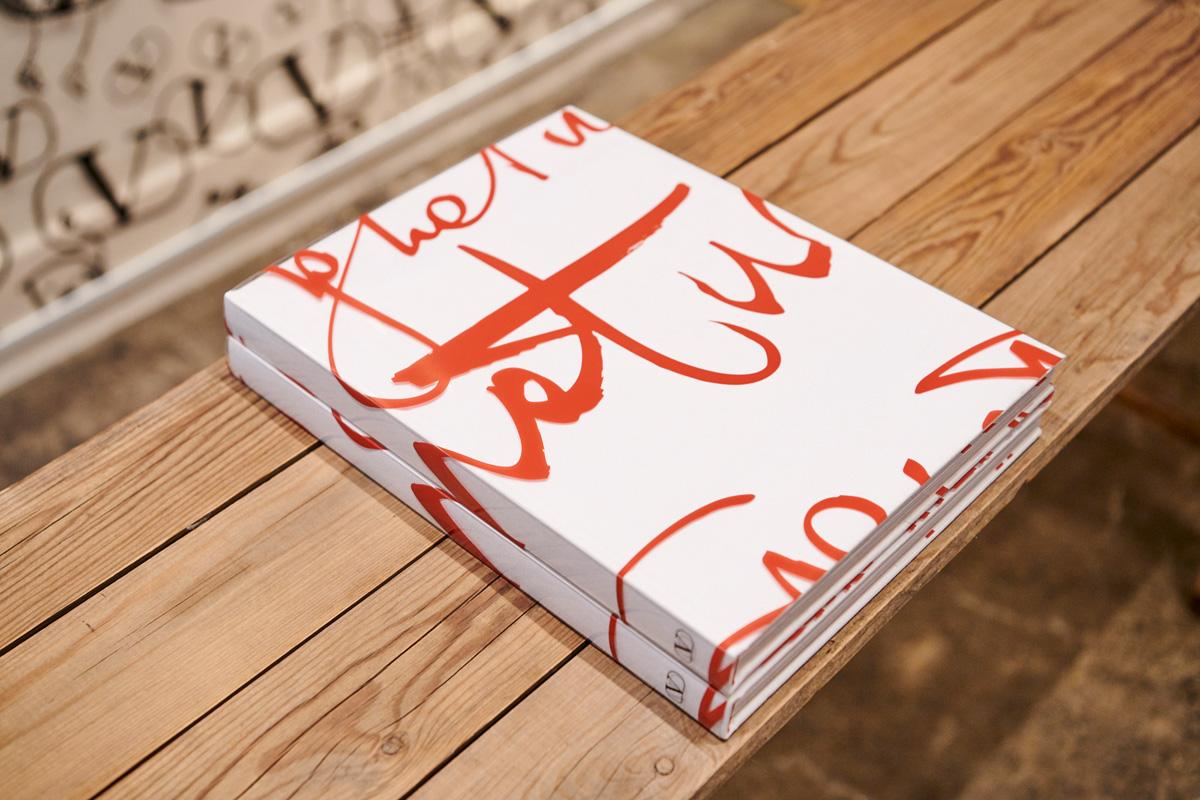 VALENTINO、アートブック「VLogo Signature Vol.II」発売 26のファッション誌が参加